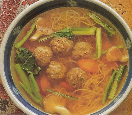 Alb ndigas de buey al vapor en sopa de verduras - Albondigas de verdura ...